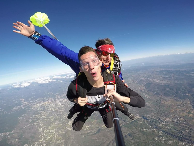 Saut en parachute en Ardèche : Dragon Fly Parachutisme - Lanas