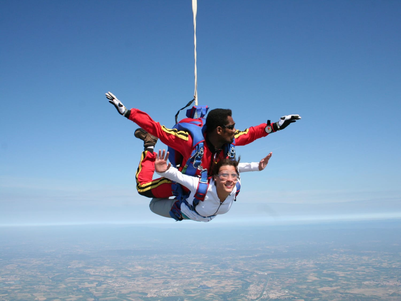 Saut en parachute à Tournus Cuisery : AirExtrem Parachutisme - Cuisery