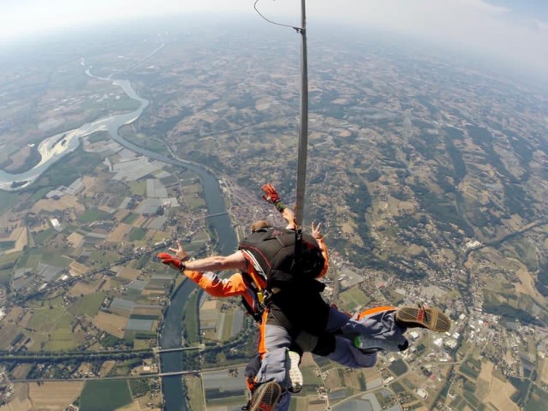Saut en parachute à Condom dans le Gers : Parachutisme Occitan - Condom