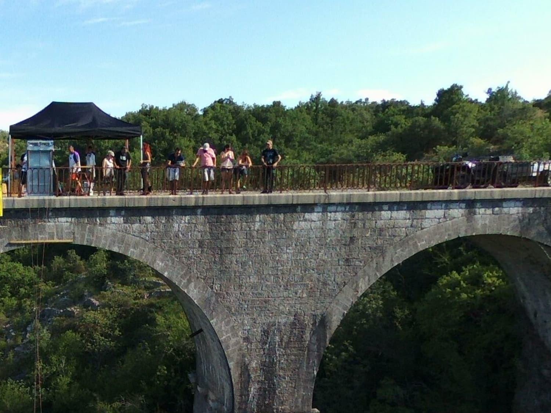 Saut à l'élastique depuis le Viaduc de la Banne : Elastic Crocodil Bungee - Banne