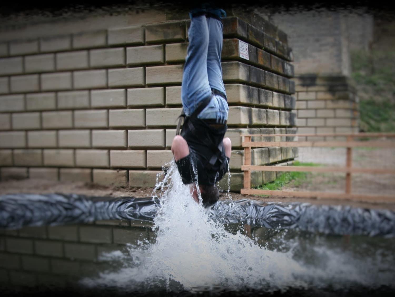 Saut à l'élastique au Pont Tatal avec touché d'eau - Claudon