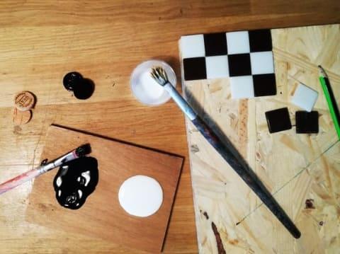 Atelier parent / enfant : création d'un jeu de dames en mosaïque