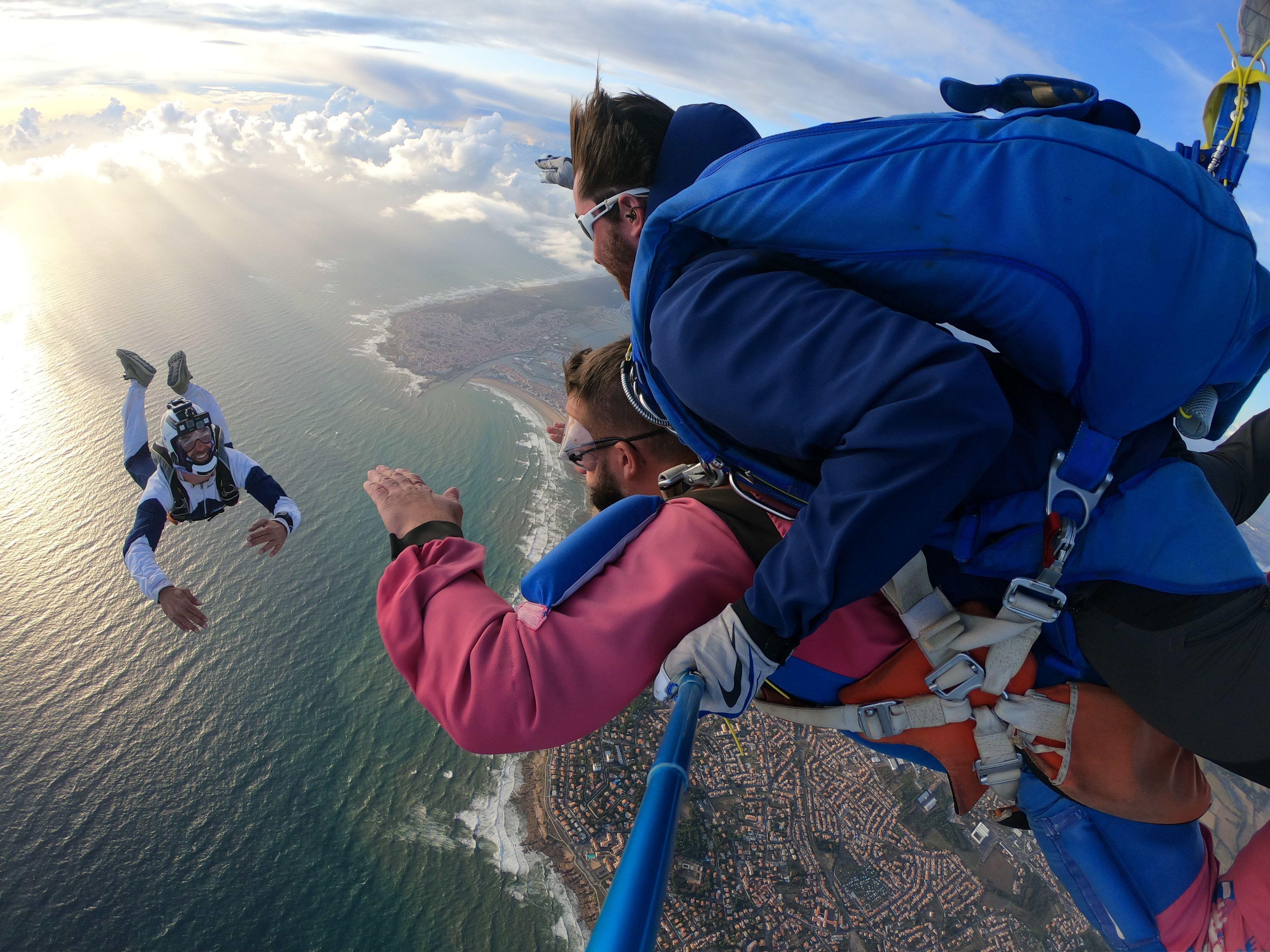 moniteur de parachutisme