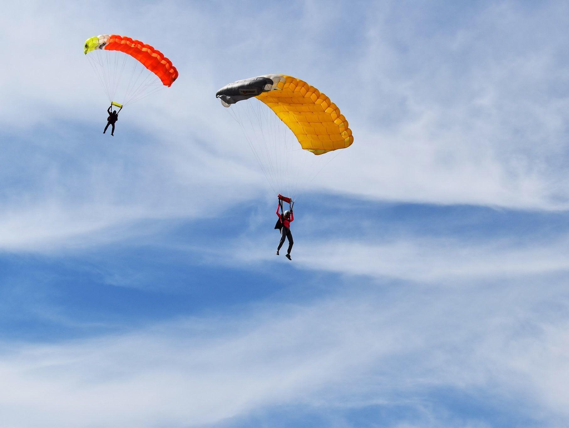 Conduire un parachute