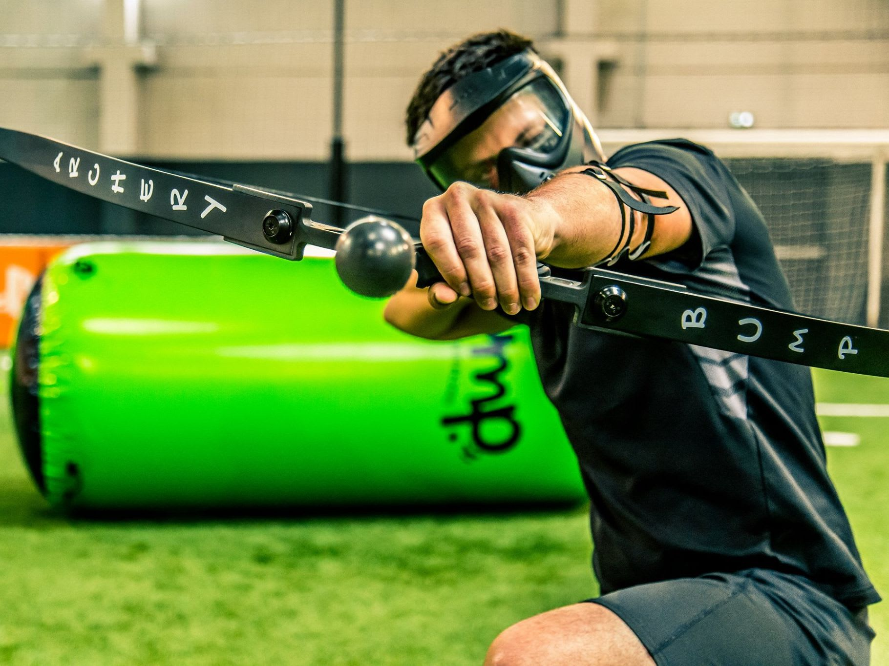 archery tag, personne qui tire avec son arc