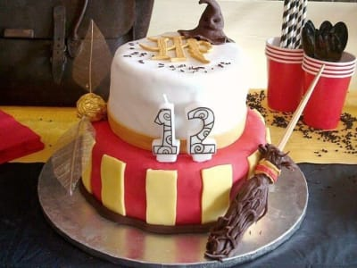 Gateau d'anniversaire décoré Harry Potter