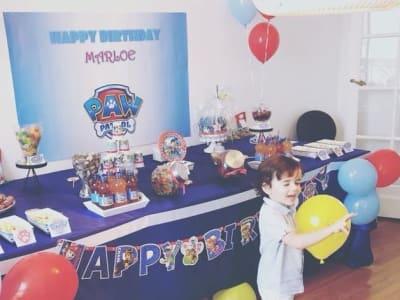 buffet d'anniversaire décoré en pat patrouille