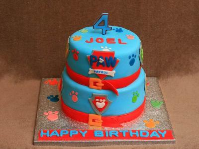 gateau d'anniversaire pat patrouille en pate a sucre bleue