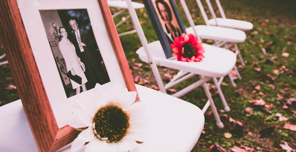Differences Between Funeral, Graveside, & Memorial Services - Funeralocity
