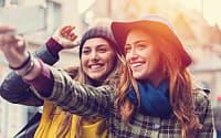 vrienden selfie zelfbeeld parijs © iStock