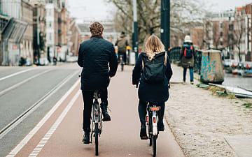 stelletje op fiets in Amsterdam, Guus Baggermans ©