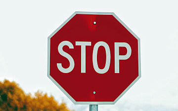 Stop, Joshua Hoehne - Unsplash ©
