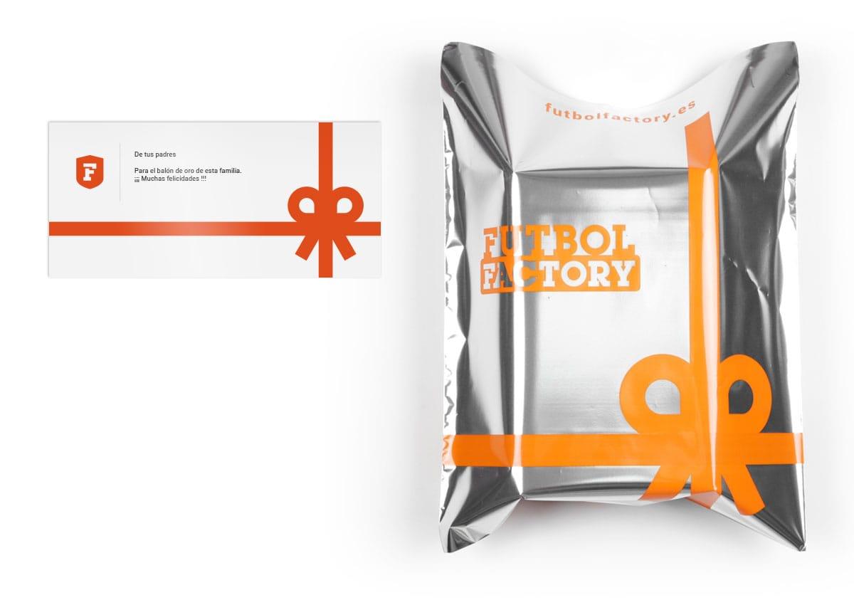 Tarjeta dedicatoria y bolsa de regalo