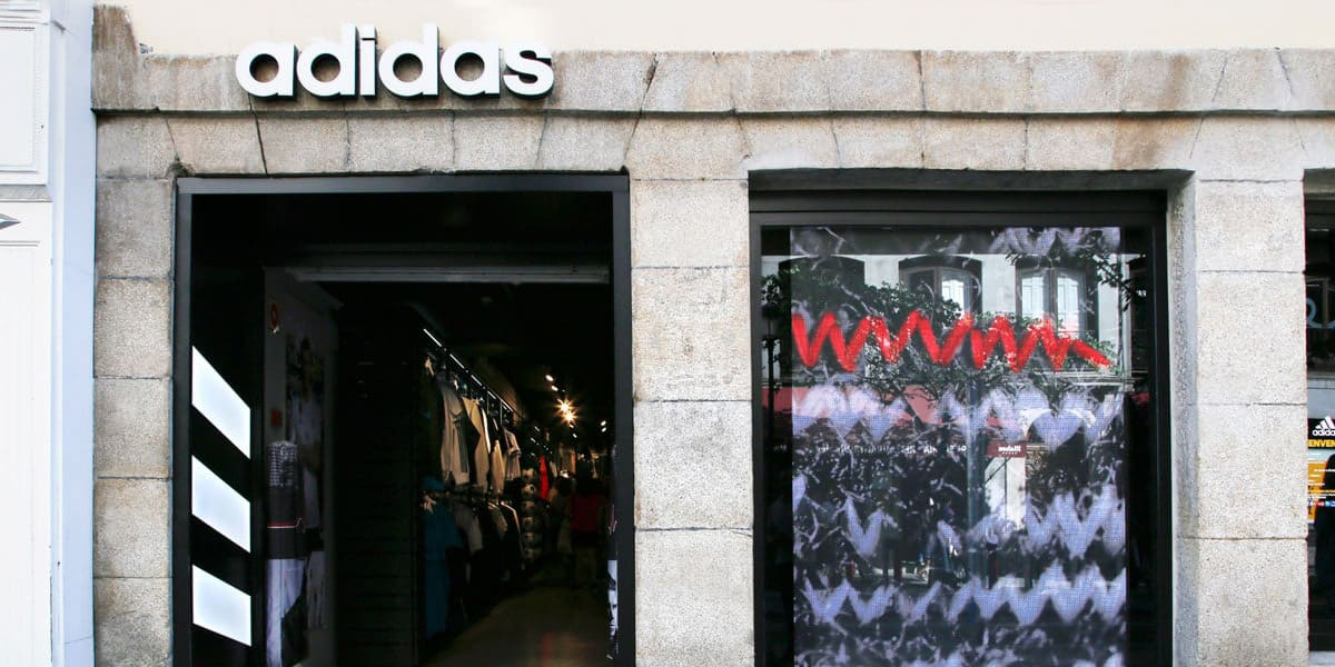 proteger Beneficiario toque  Tienda adidas - Calle Mayor Madrid | Teléfono, Horarios y Cómo llegar