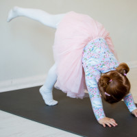 Yoga for Preschoolers (3 - 5 years + Grown- Up)