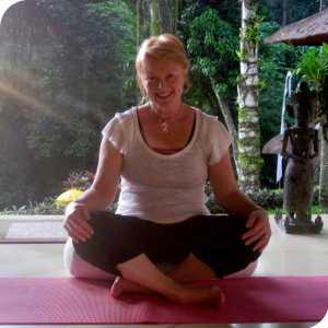 Calmer Yoga logo