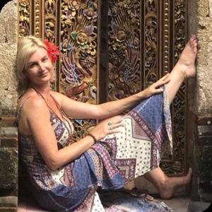 Rosie Hooker - Senior Yoga Instructor and Holistic Nutritionist (Adv. Dip Nut Med) logo