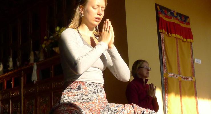 Meditative chanting during Mahalaya retreat in Nepal