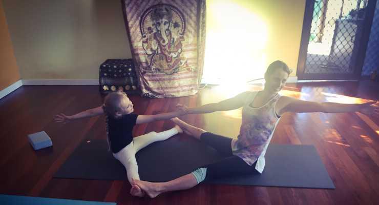 Family AcroYoga - Yoga Grooves - Fremantle