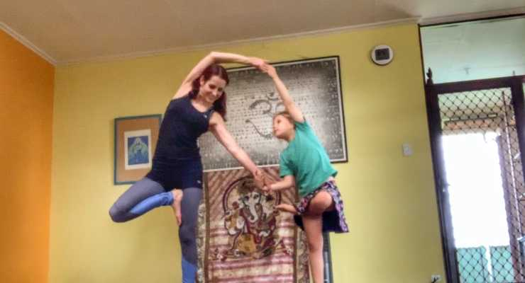 Family Acroyoga - Fremantle - Yoga Grooves