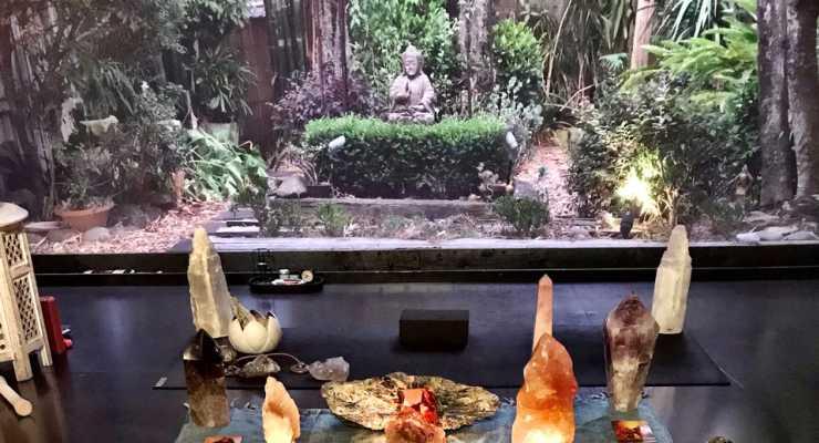 CRYSTAL CHAKRA BALANCE MEDITATION with VICKY AVERKIOU