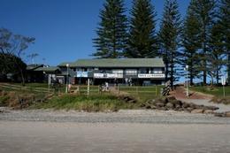 Main Beach Yoga Byron Bay logo