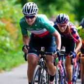 Photo the Women Tour climb action