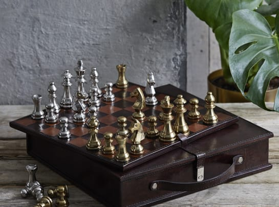 chess board played w1xm9s