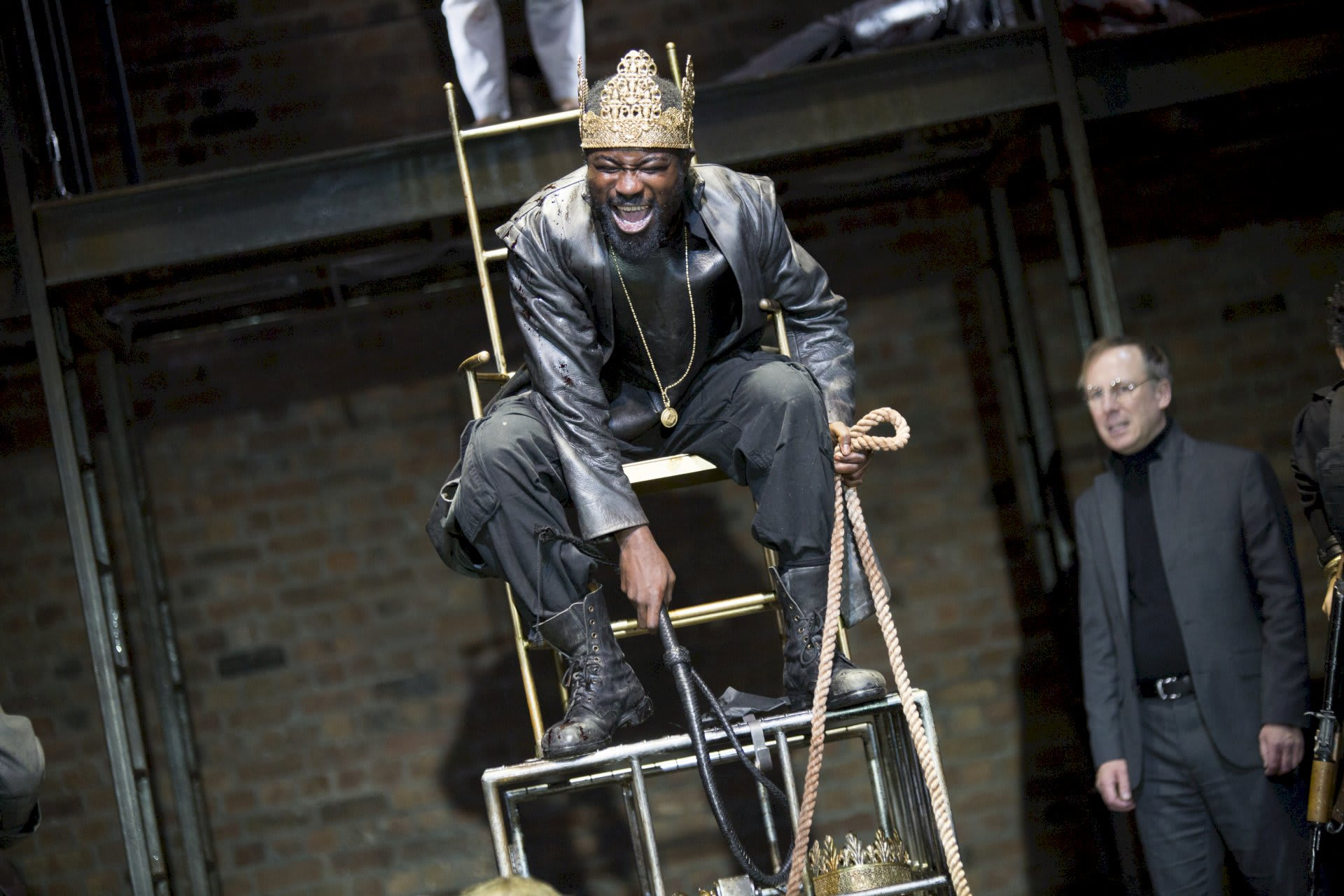 Review Tamburlaine King on throne