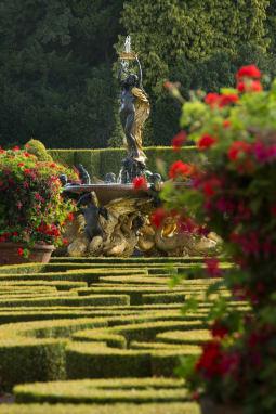BlenheimPalace Park And Gardens Italian Garden Statue hupr8z