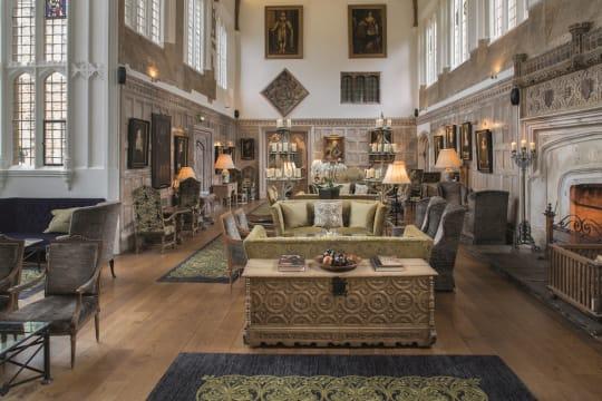 1. MAIN Great Tudor Hall qp2zvd