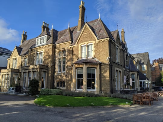 Cotswold Lodge outside ppf4pw