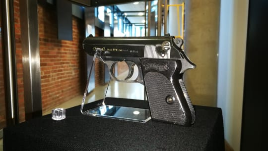 Spy Oxfordshire Exhibition  Walther PPK used by Sean Connery in Dr. No njq3v4