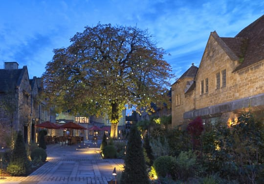 The Lygon Arms Courtyard Exterior Evening Time