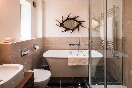 The Maytime Inn Hunting Room Bathroom