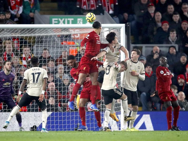 Liverpool Defeat Manchester United to Extend Lead