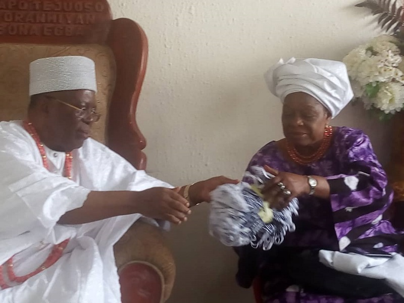 Lockdown: Oba (Dr) Adedapo Tejuoso Donates Stimulus Package to his District in Egbaland