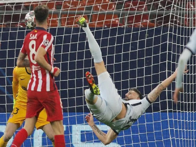 Giroud scores amazing bicycle kick against Atletico Madrid
