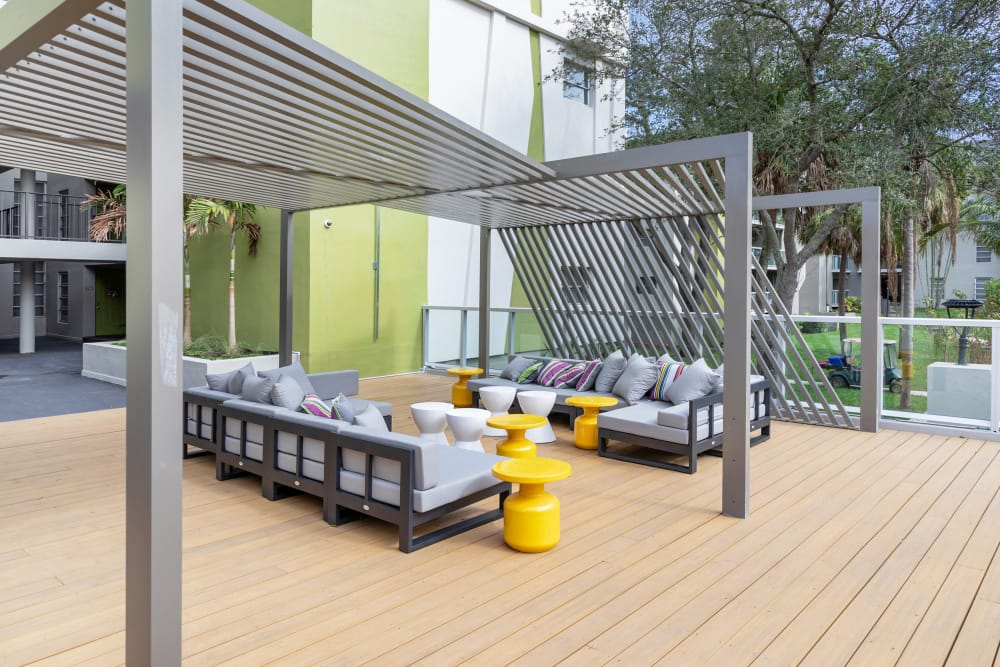 Deck lounge area at apartments in Plantation, Florida