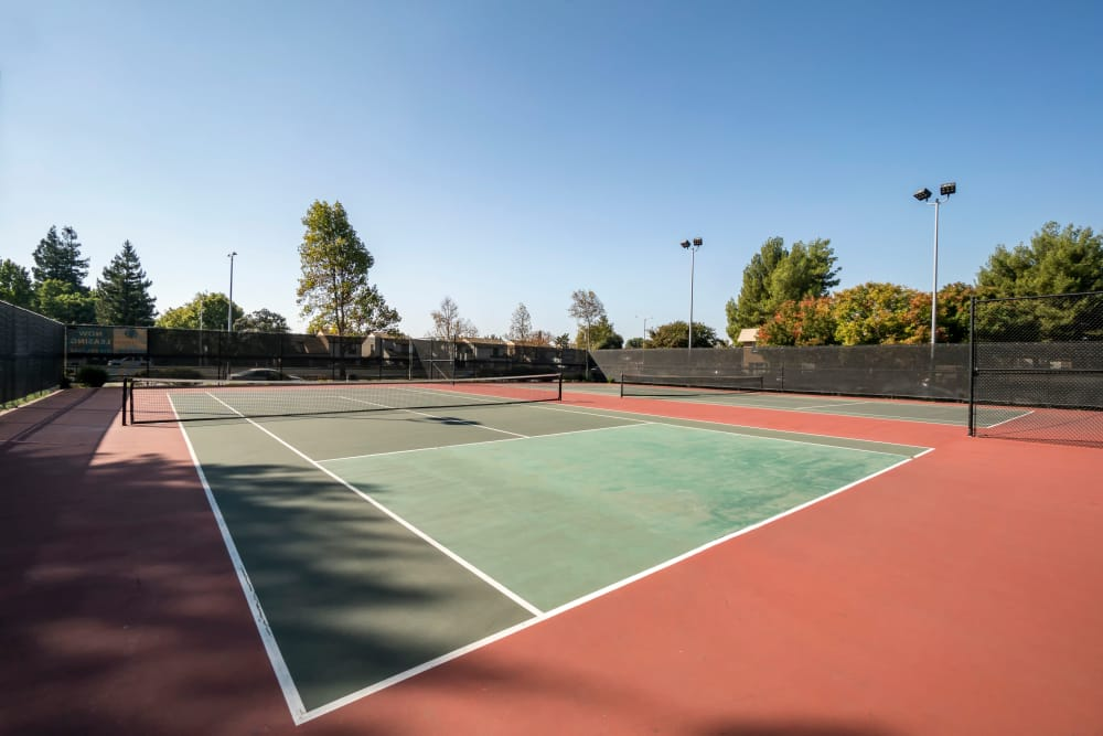 Waterstone Fremont offers a state-of-the-art tennis court in Fremont, California