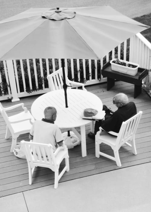 Residents sitting at a covered outdoor table at Chestnut Knoll in Boyertown, Pennsylvania