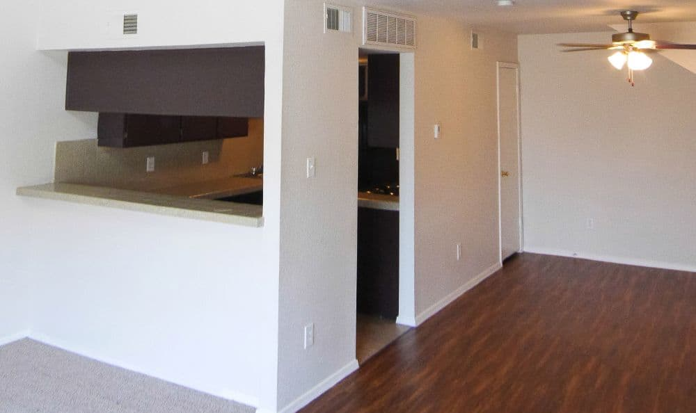 Taylor Commons offers hardwood floors in Fort Worth, TX
