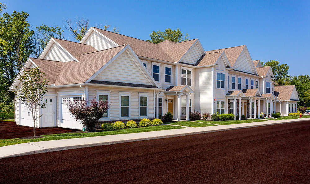 Front exterior view of apartment townhomes at Auburn Creek Apartments in Victor