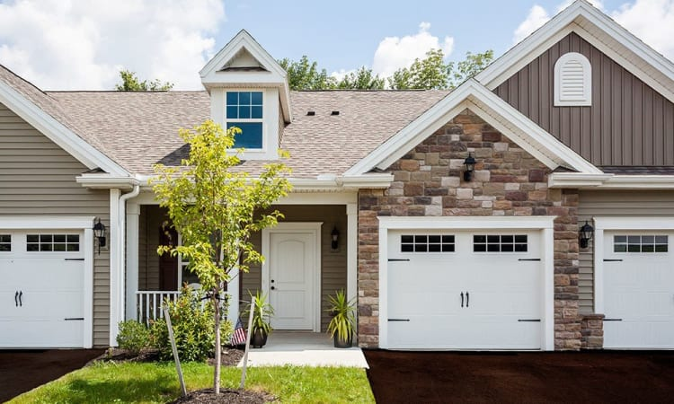 The Links at CenterPointe Townhomes spacious townhomes with garages in Canandaigua, New York
