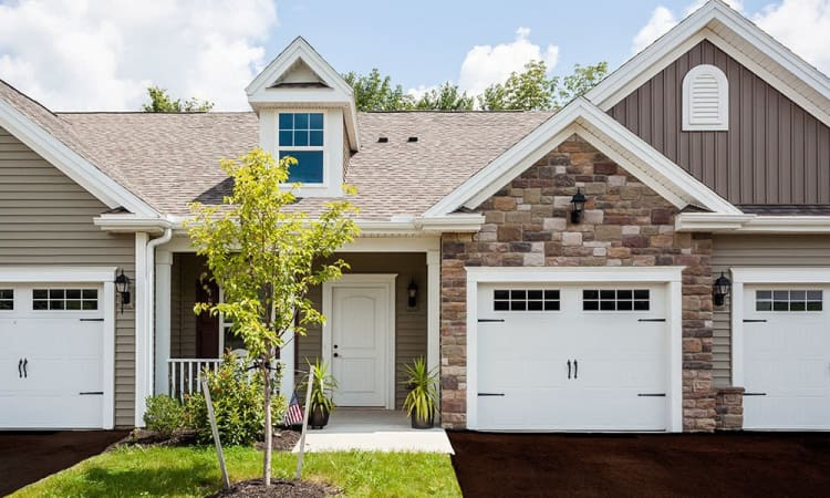 The Links at CenterPointe Townhomes spacious townhomes with garages in Canandaigua, NY