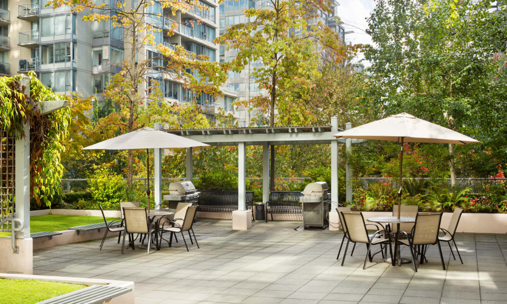 Metropolitan Towers BBQ grilling station in Vancouver, British Columbia