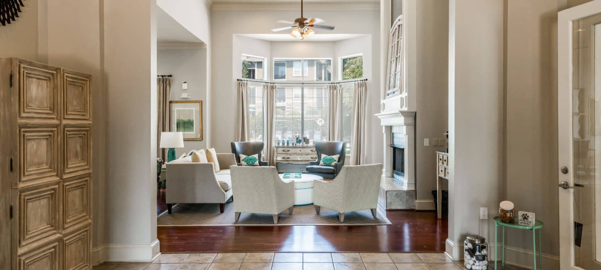 Apply to live at Marquis at Carmel Commons in Charlotte, North Carolina