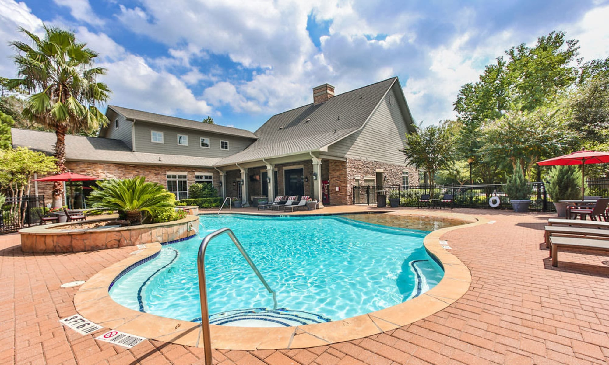 Apply online to live at Stone Creek at The Woodlands in The Woodlands, Texas