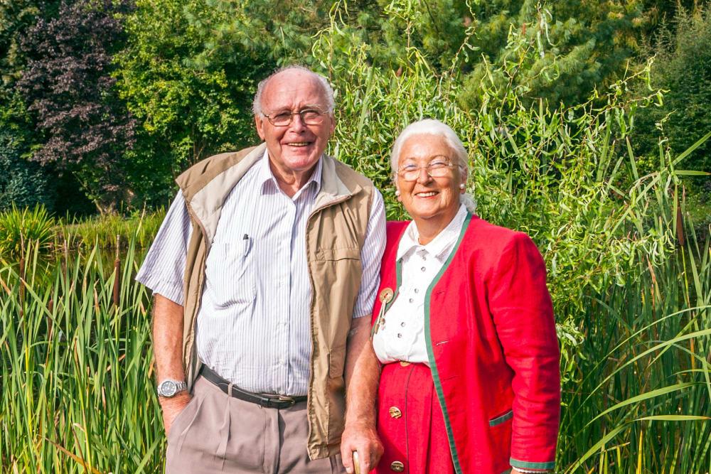 A couple enjoying the scenery surrounding Honeysuckle Senior Living in Hayden, Idaho