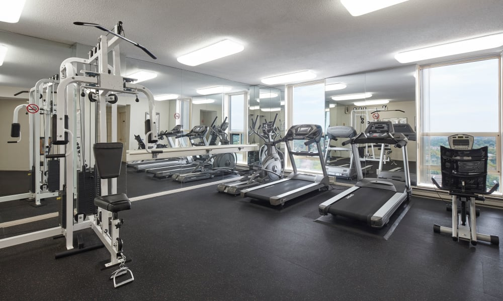 State-of-the-art fitness center at apartments in Mississauga, Ontario